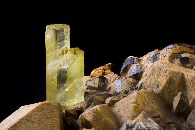 Камень гелиодор