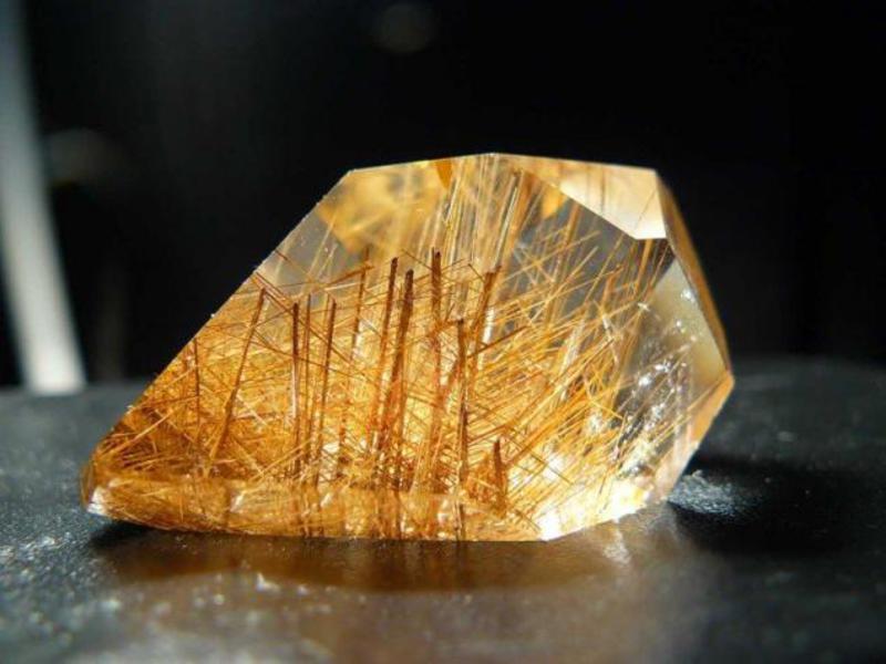 Камень волосатик