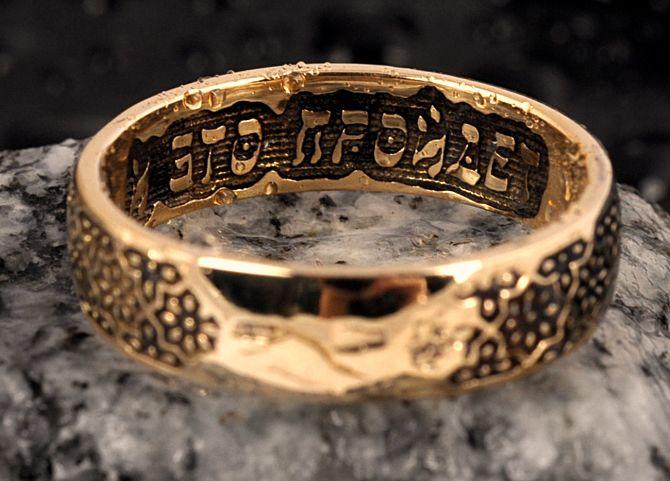 Кольцо на камне