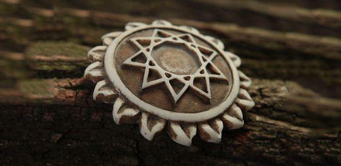 Символ в солнечном круге