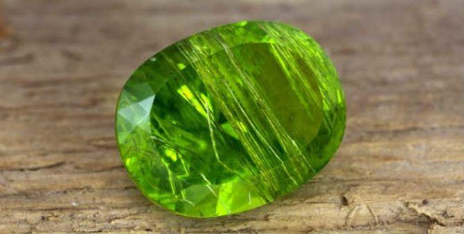 Поврежденный хрупкий минерал