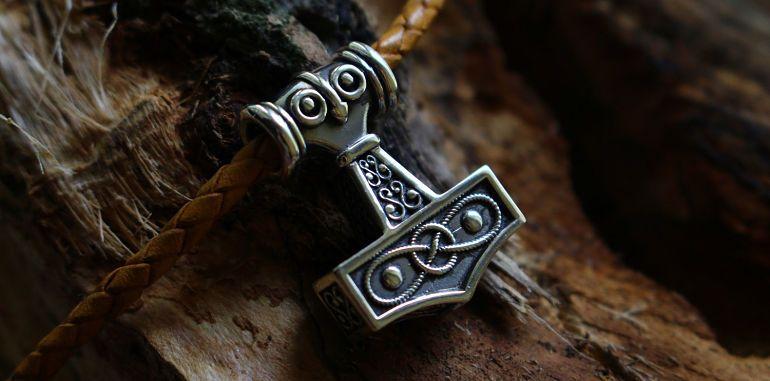 Что обозначает молот Тора у славян?
