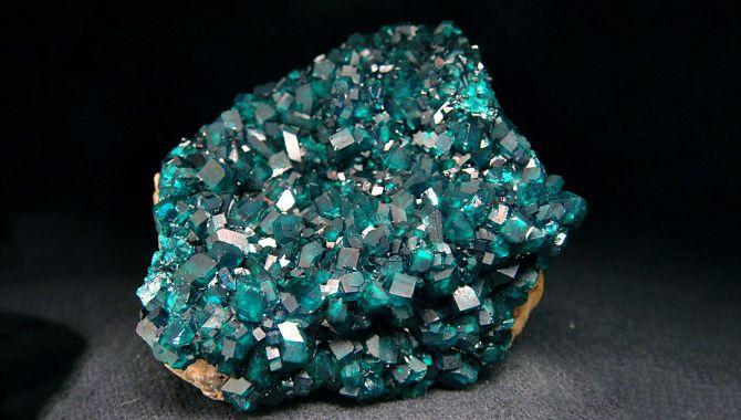 Бирюзовый минерал