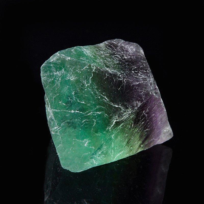 Зелено-фиолетовый камень