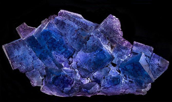Сине фиолетовый минерал