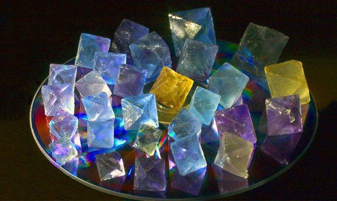 Камни на блюдце