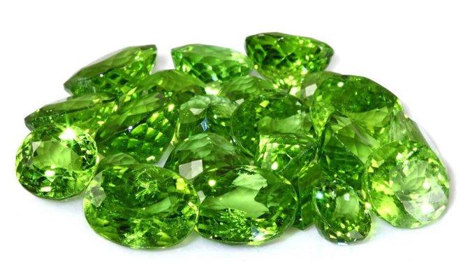 Ярко - зеленые кристаллы
