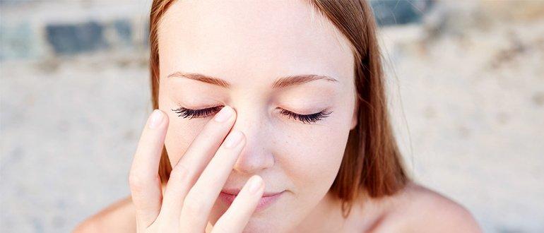 Зудит правый глаз
