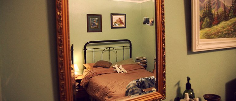 Кровать на против зеркала