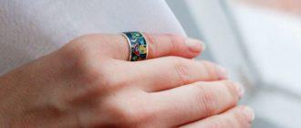 кольцо на мизинце