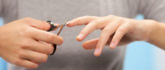 стрижет ногти