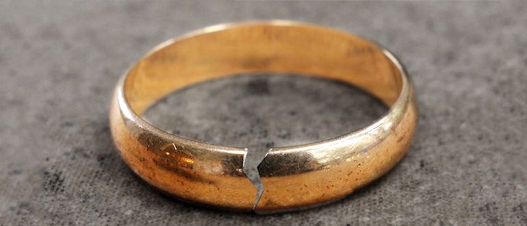 Сломанное кольцо