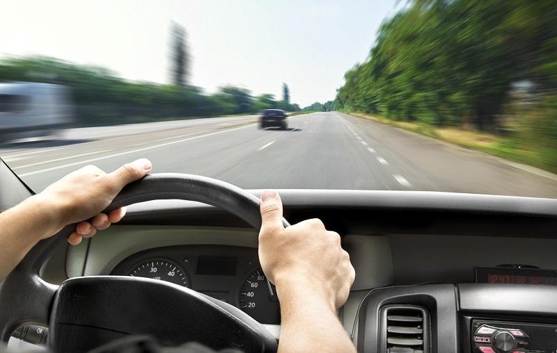 за рулем на трассе